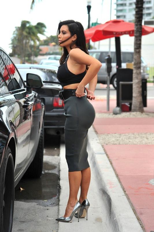 sexy_kim_kardashian_1